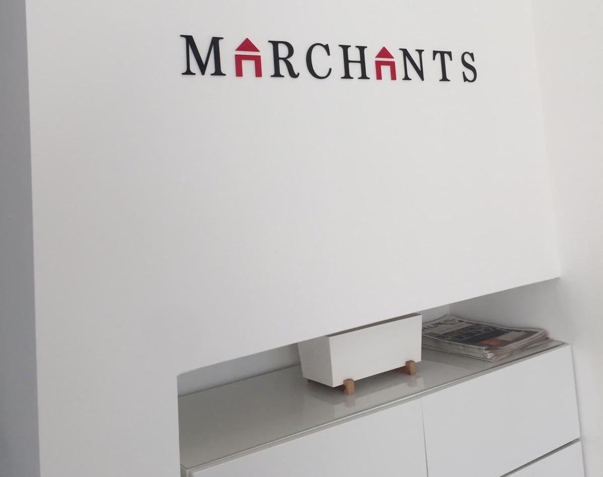 Internal signs Marchants
