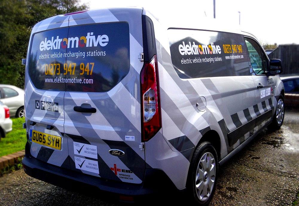 Elektromotive vehicle wrap